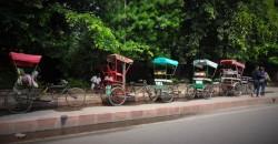 Einige typische Fahrradrikschas in der Nähe der Uni © Julia Wessel