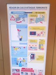 Sicherheitshinweis am Bahnhof © Catja Kremer