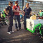 Das Lastenrad Fienchen auf der Wuppertaler Critical Mass - rechts Wuppertals Oberbürgermeister Andreas Mucke © Talradler