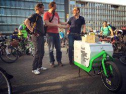 Das Lastenrad Fienchen und Christoph auf der Wuppertaler Critical Mass - rechts Wuppertals Oberbürgermeister Andreas Mucke © Daniela Ullrich