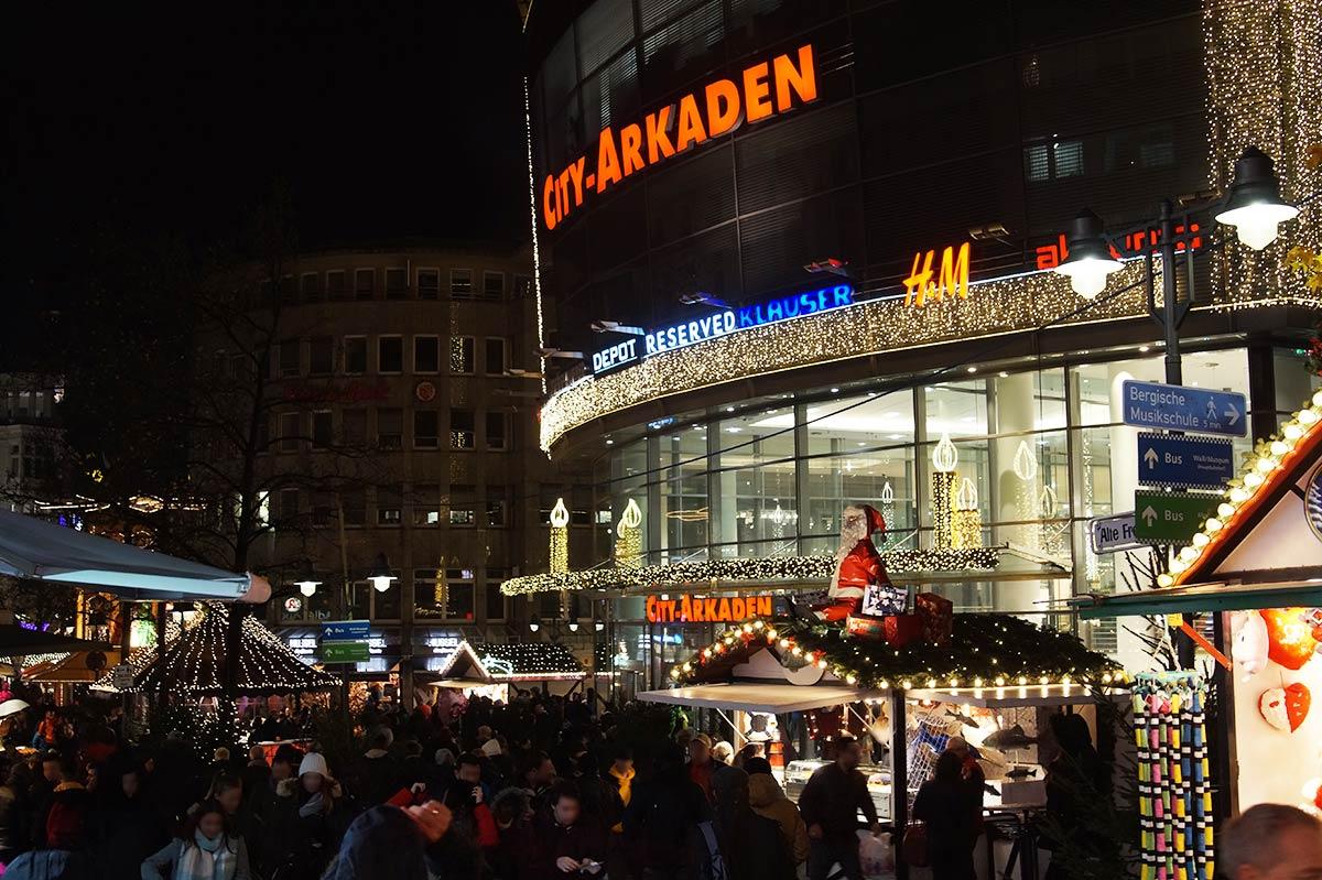 Was Gehört Auf Einen Weihnachtsmarkt.Plätzchen Und Glühweinduft Liegen In Der Luft Blickfeld Die